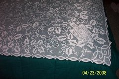 "BN 60""sq. white lace holly & candles tablecloths in Goldsboro, North Carolina"